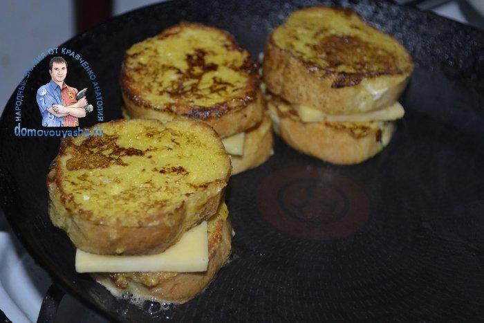 Гренки с сыром и яйцом на сковороде