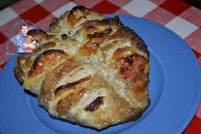 Куриная грудка в духовке с помидорами и сыром