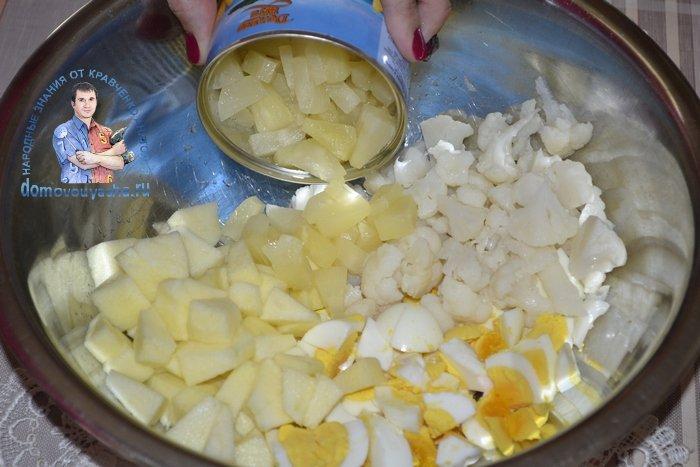 Салат из маринованной цветной капусты с ананасом