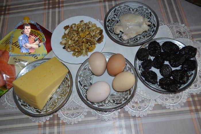 Салат с черносливом и курицей слоями