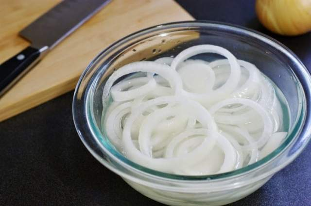 Как замариновать лук для салатов