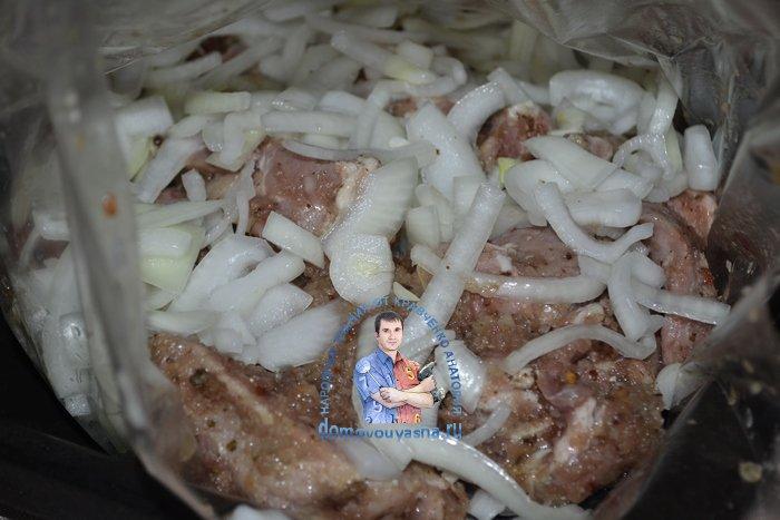 Шашлык из свинины в рукаве в духовке