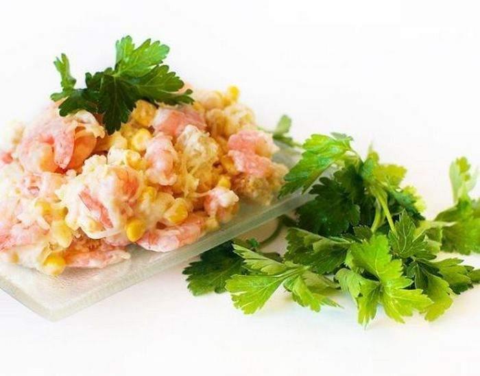 Салат «Марсель» с креветками и зеленью петрушки