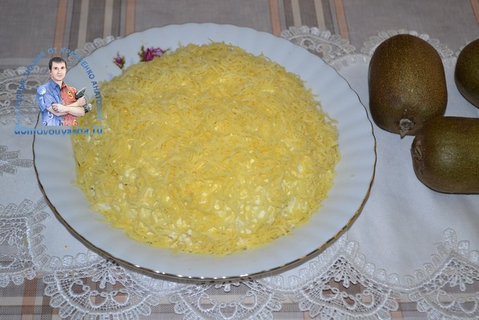 Салат Изумрудная россыпь с киви и курицей