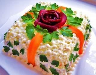 Салат на Новый год в виде подарка