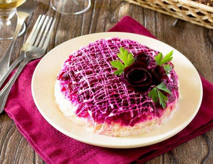 Салат селедка под шубой с сыром