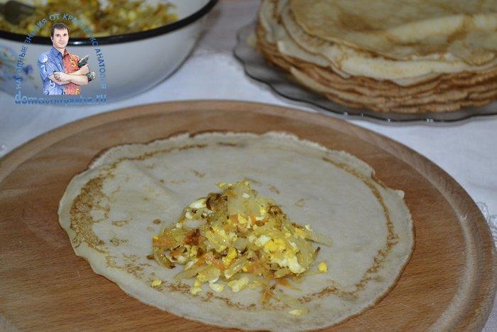 Блинчики фаршированные капустой и яйцом