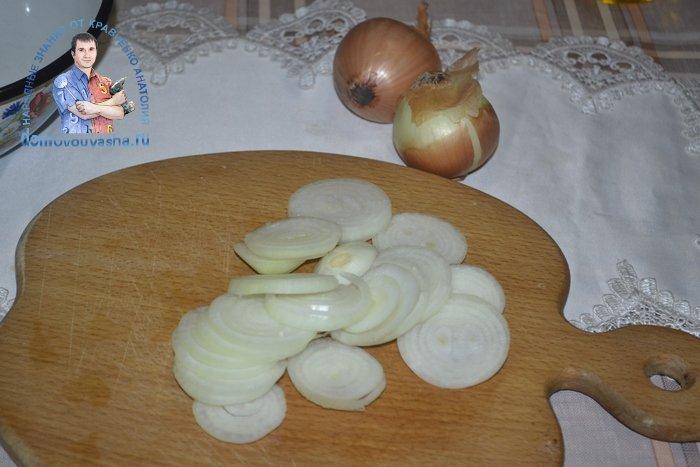 Как замариновать лук для селедки соленой