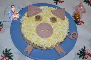 Новогодний салат в виде свинки