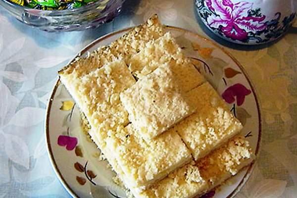 Тертый песочный пирог с вареньем