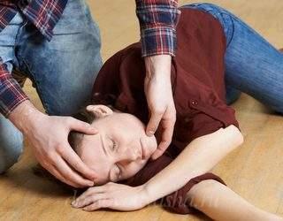 Как оказать первую помощь при эпилепсии