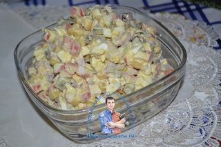 Новый салат с крабовыми палочками и солеными огурцами