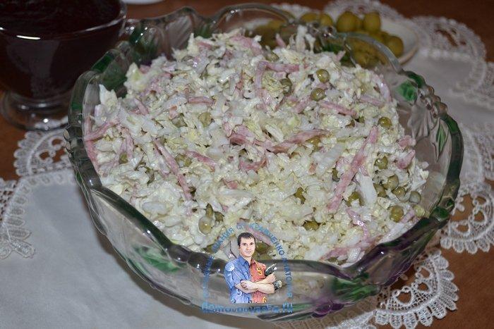 Салат из пекинской капусты с копченой колбасой
