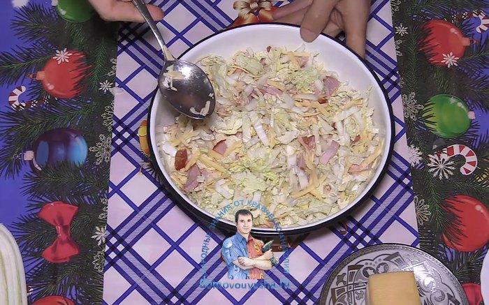 Салат пекинская капуста с ветчиной и сыром