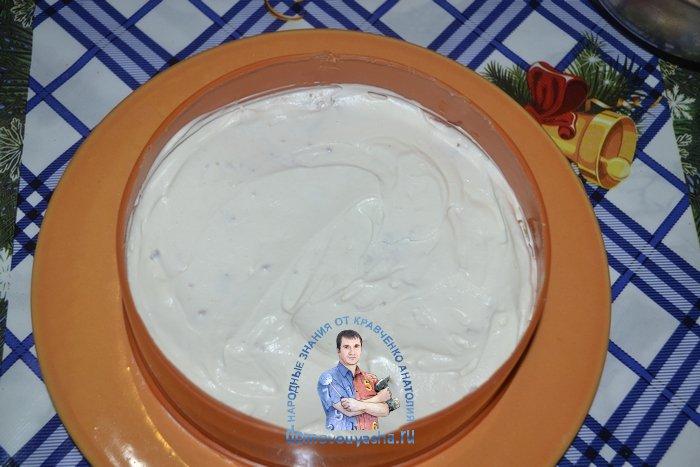 Торт без выпечки из печенья со сгущенкой и сметаной
