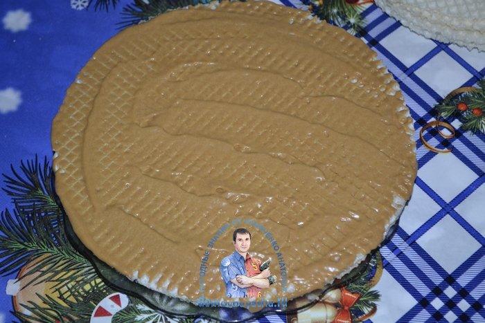 Торт из готовых вафельных коржей с вареной сгущенкой