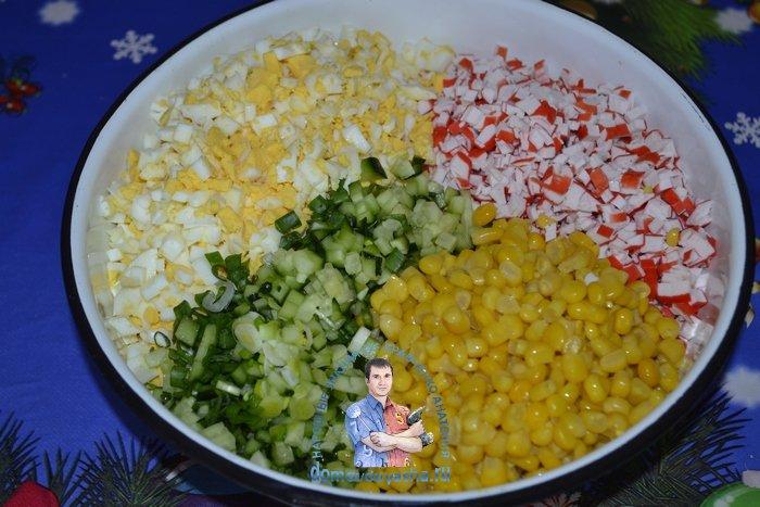 Вкусный крабовый салат с кукурузой и огурцом без риса