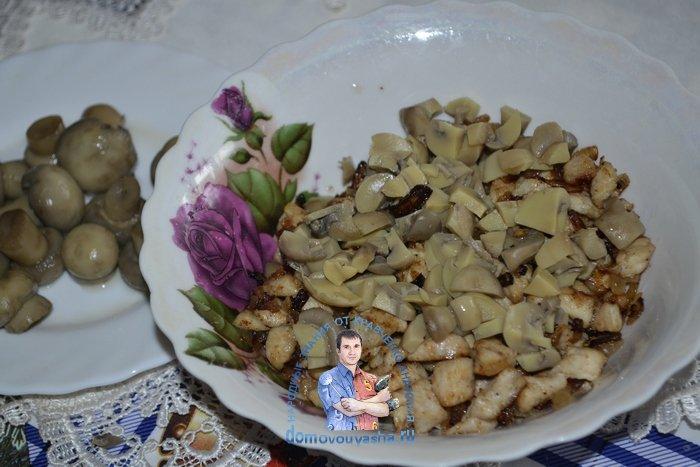 Блины фаршированные курицей и маринованными грибами