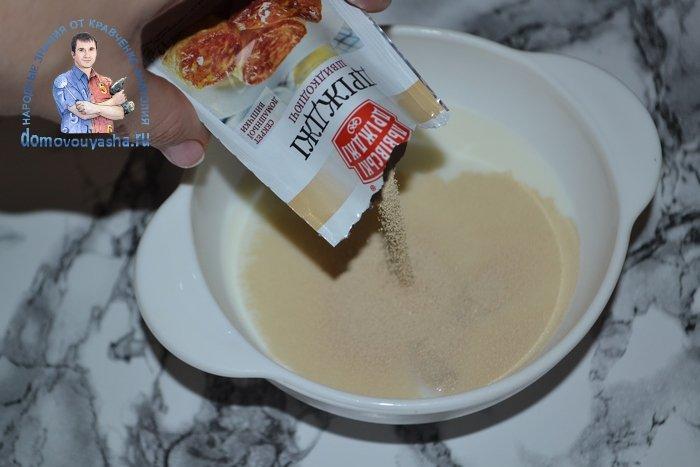 Булочки с корицей и сахаром из дрожжевого теста в духовке