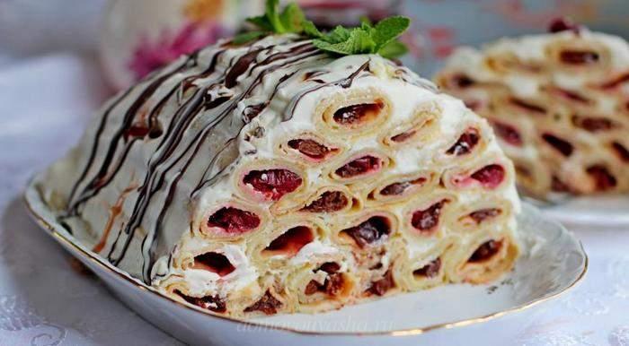 Торт из блинов «Монастырская изба» с вишней и сметанным кремом