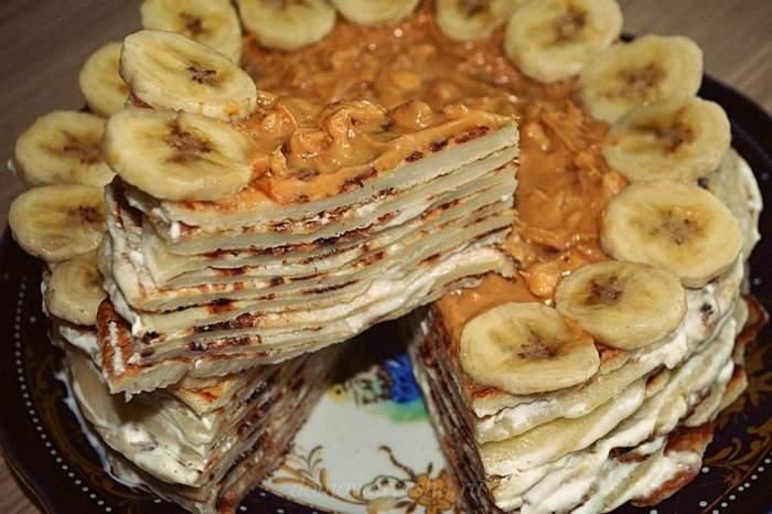 Блинный торт с бананом и творожным кремом