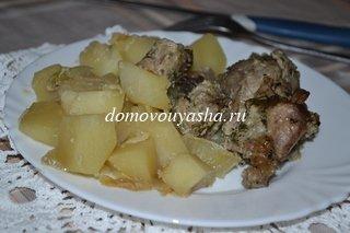 Бедро индейки с картошкой в духовке