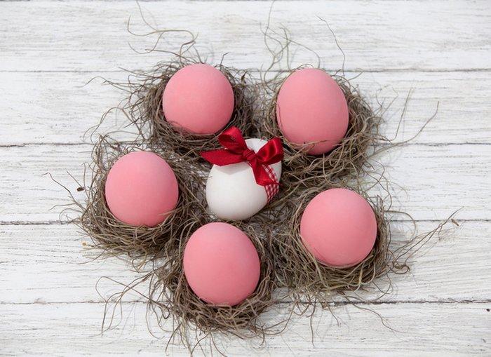 Как покрасить яйца свеклой на Пасху