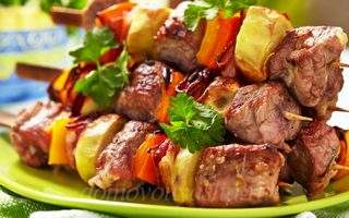 Шашлык из свинины в духовке на шпажках