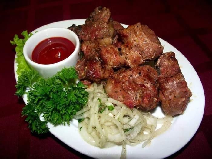 Шашлык из свинины в духовке на противне без шампуров