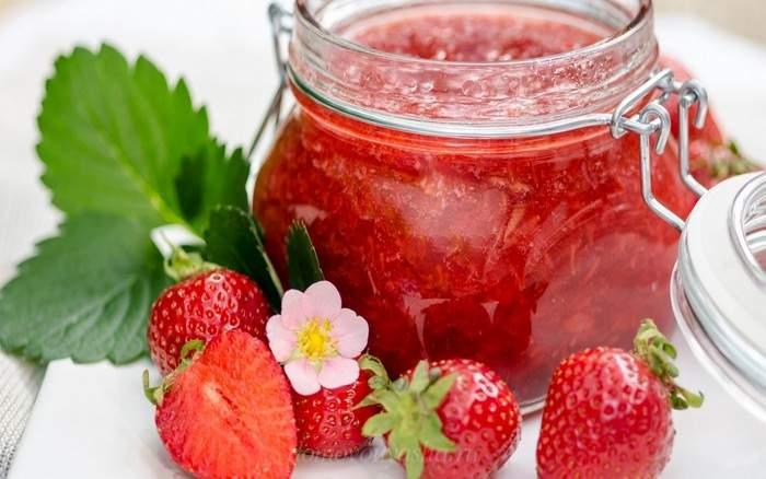 ягодный джем из клубники без варки