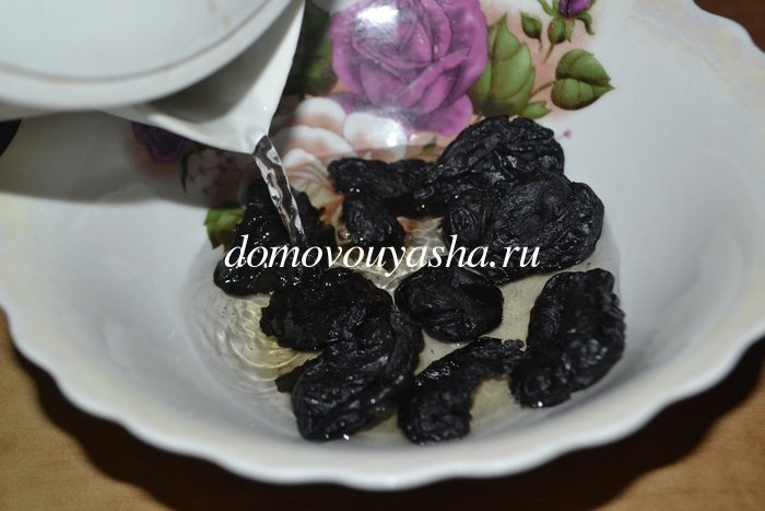 Салат Черная курица с черносливом