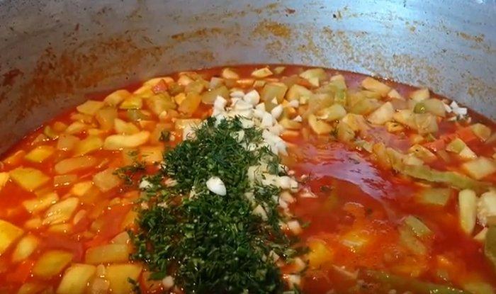 Лечо из кабачков на зиму с томатной пастой и морковью