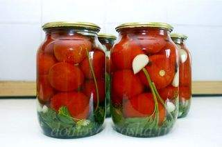 Сладкие маринованные помидоры на зиму в литровых банках