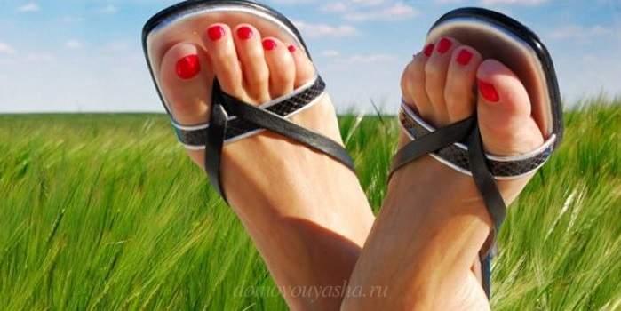 Что делать если потеют ноги и пахнут. Что лучше использовать