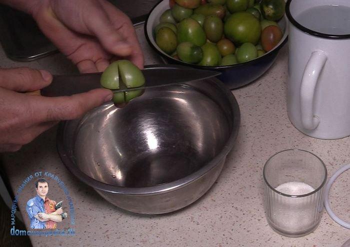 Острые зеленые помидоры с перцем и чесноком