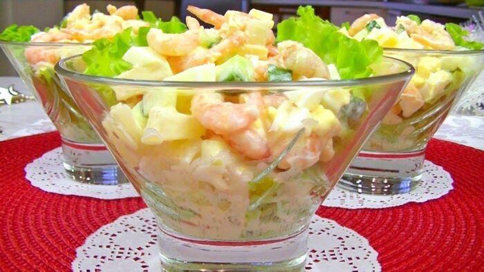 Вкусный салат с креветками и ананасом