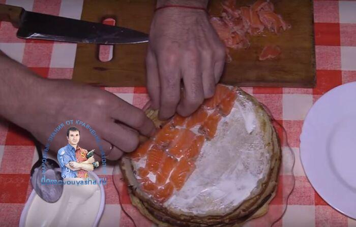 Блины с форелью и творожным сыром