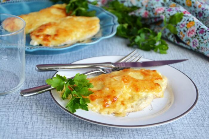 грудка с сыром и ананасами