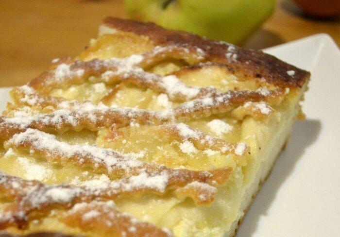 дрожжевой пирог с яблоками и творогом