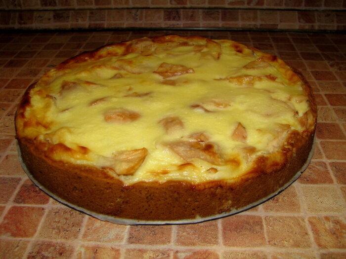 Пирог с яблоками и сметанной заливкой