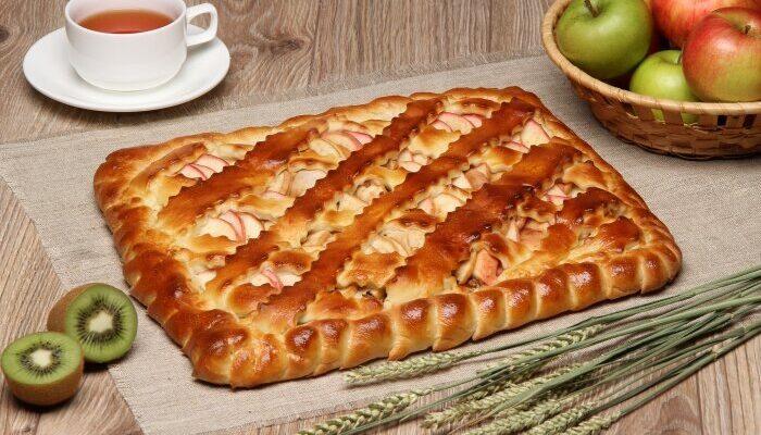 Вкусный дрожжевой пирог с яблоками в духовке