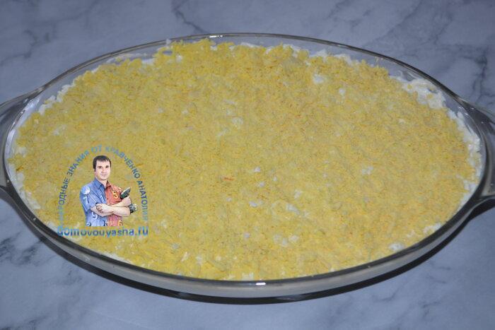 Салат ананас с курицей и грецкими орехами