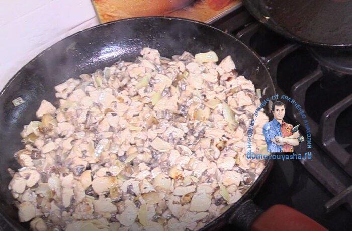 Жульен с курицей и грибами в тарталетках